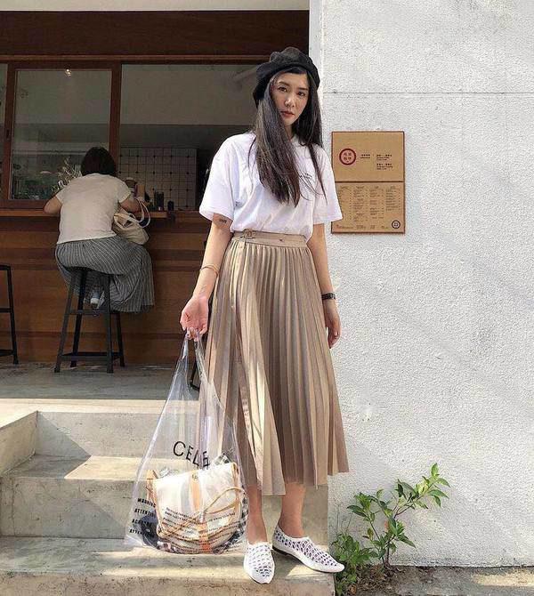 Kiểu chân váy được biên tập viên Thu Hương ưa chuộng - Ảnh 12.