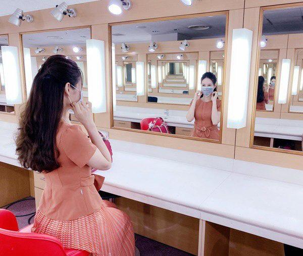 Kiểu chân váy được biên tập viên Thu Hương ưa chuộng - Ảnh 3.