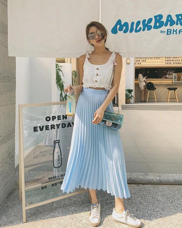 Kiểu chân váy được biên tập viên Thu Hương ưa chuộng - Ảnh 10.