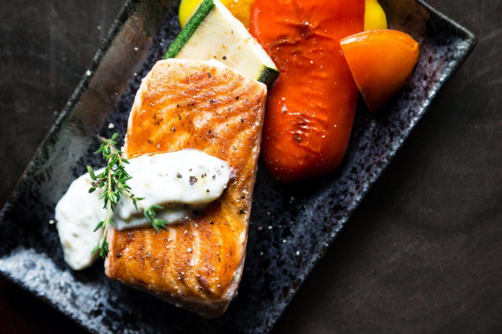 cá hồi: thực phẩm làm sạch gan
