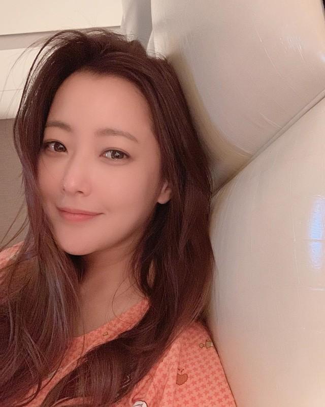 Ở tuổi 43, Kim Hee Sun giữ gìn vóc dáng và làn da búng ra sữa bằng nguyên liệu quen thuộc mà ai cũng biết - Ảnh 3.