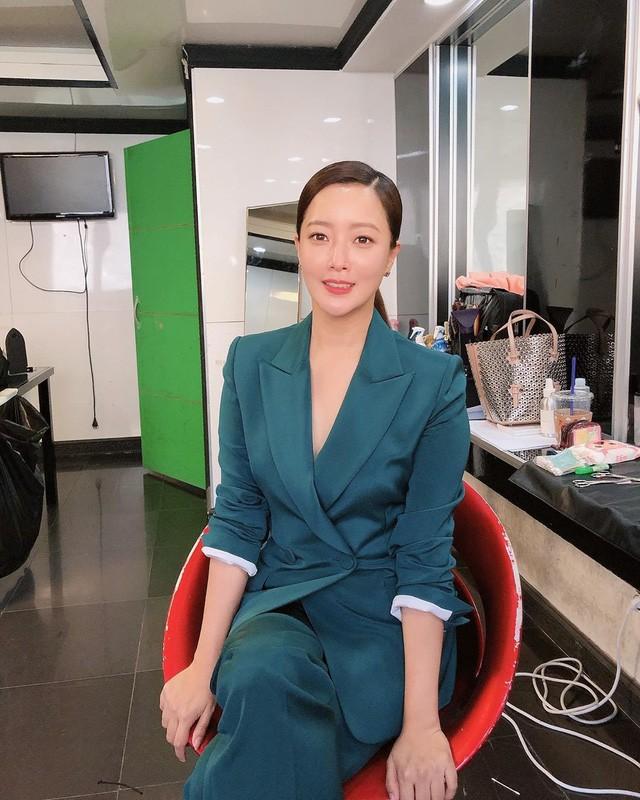 Ở tuổi 43, Kim Hee Sun giữ gìn vóc dáng và làn da búng ra sữa bằng nguyên liệu quen thuộc mà ai cũng biết - Ảnh 9.