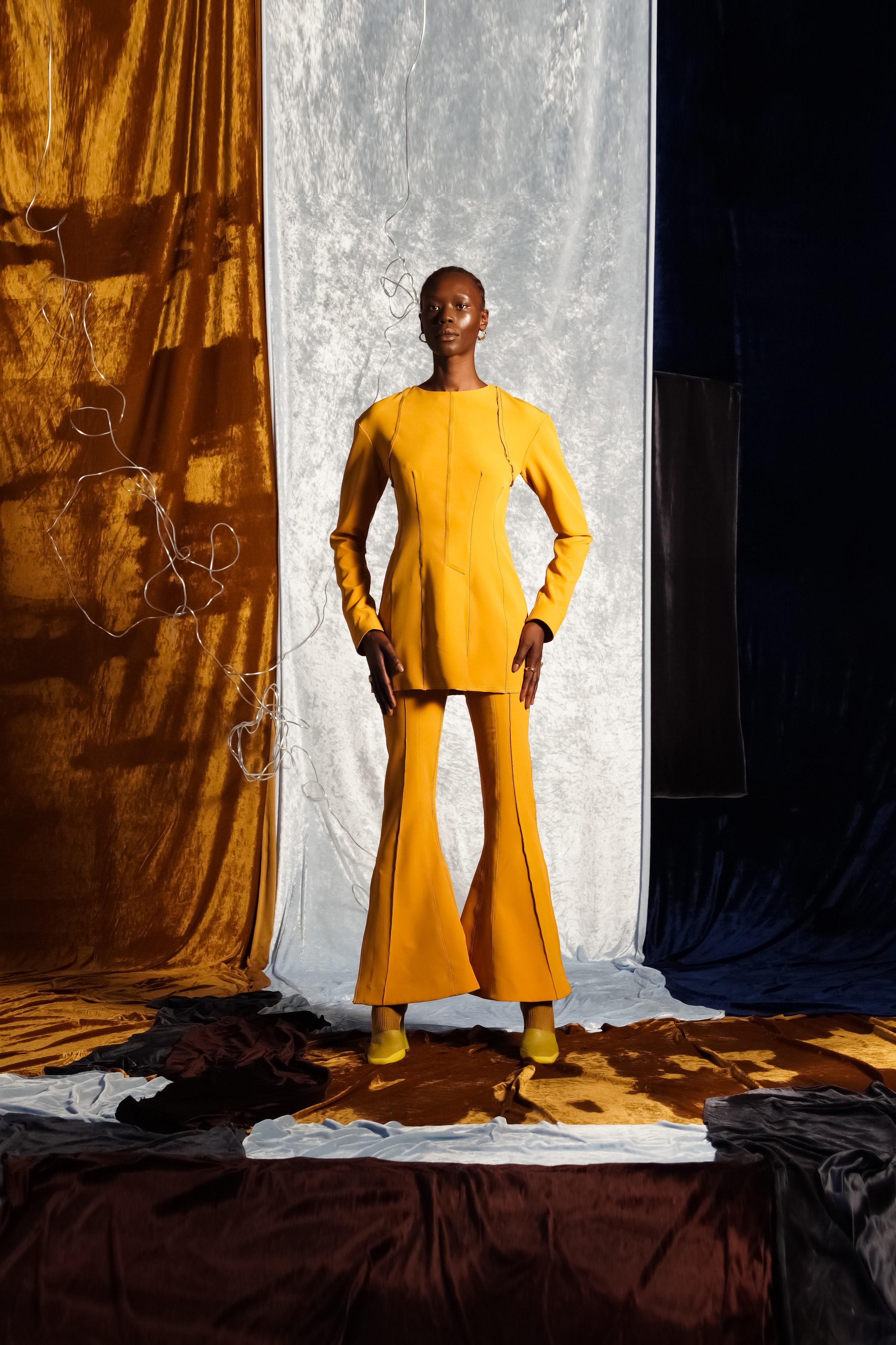 màu vàng nắng thời trang xuân hè 2021