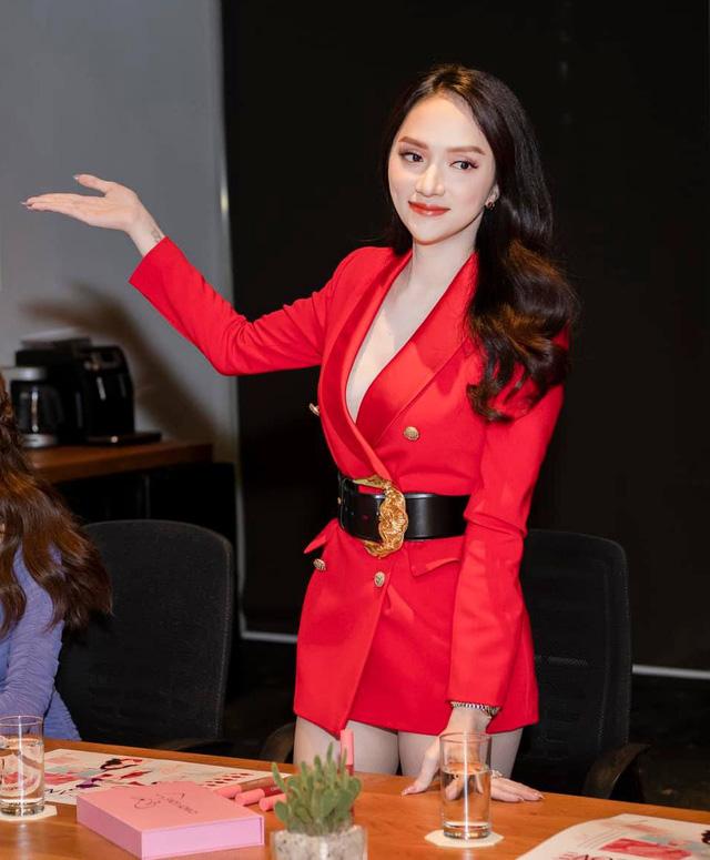 Sao Việt ham chế blazer thành váy ngắn cũn: Hương Giang, Bảo Thy... rơi vào vòng nguy hiểm, trùm cuối lại là Võ Hoàng Yến - Ảnh 1.