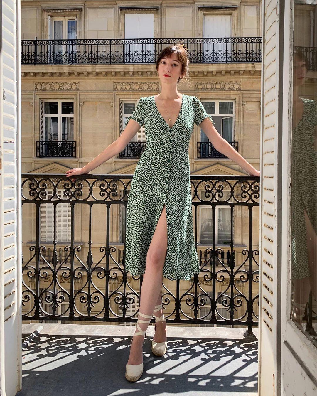 váy hoa nhí màu xanh lá retro thiết kế xẻ tà