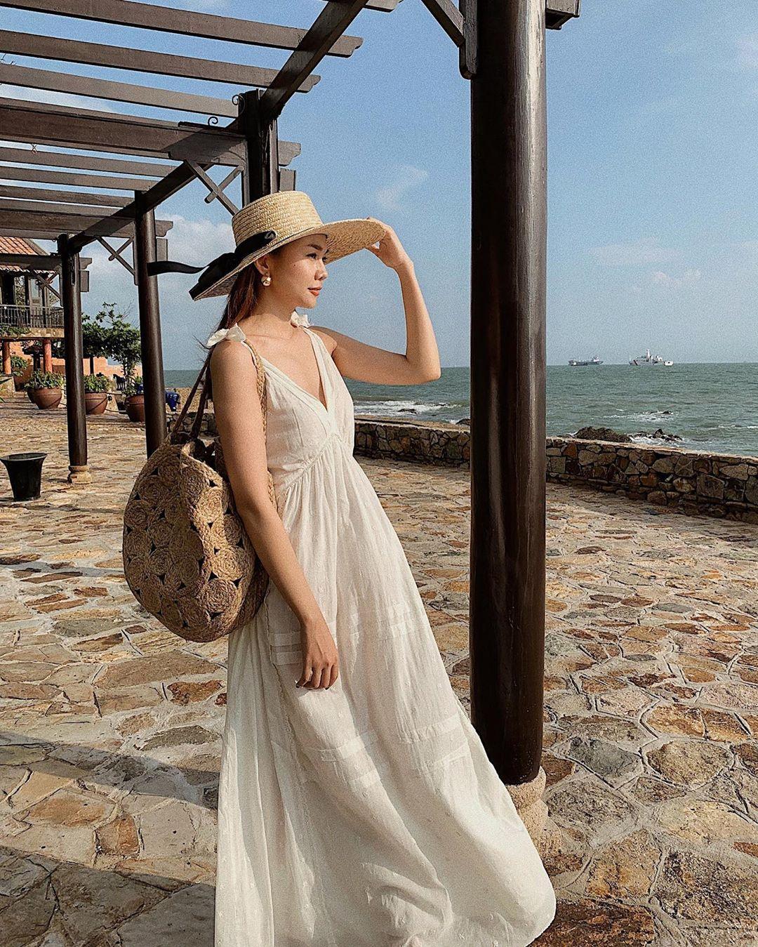 Xu hướng thời trang - Thanh Hằng mặc váy maxi trắng ngà