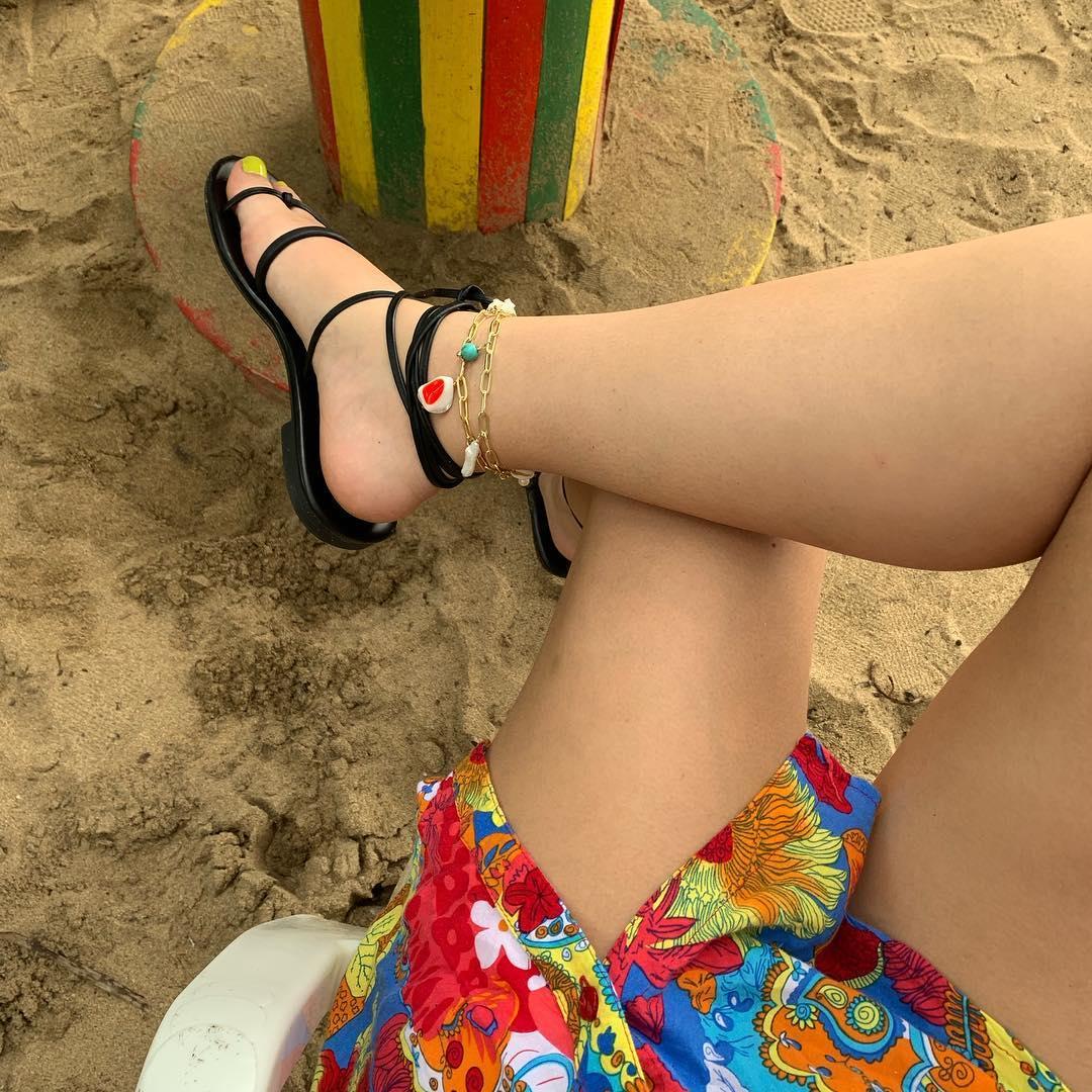 lắc chân nhiều màu sắc