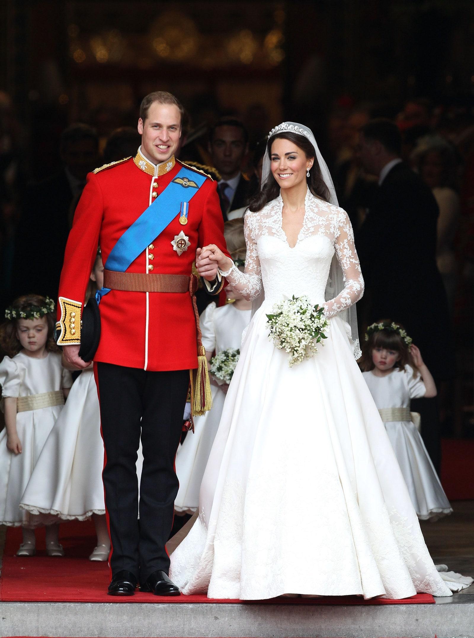 váy cưới đắp ren kate middleton