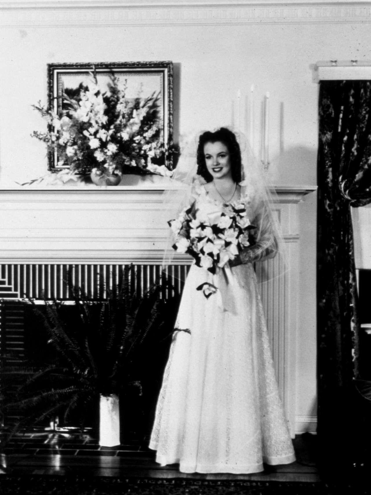 váy cưới tối giản marilyn monroe