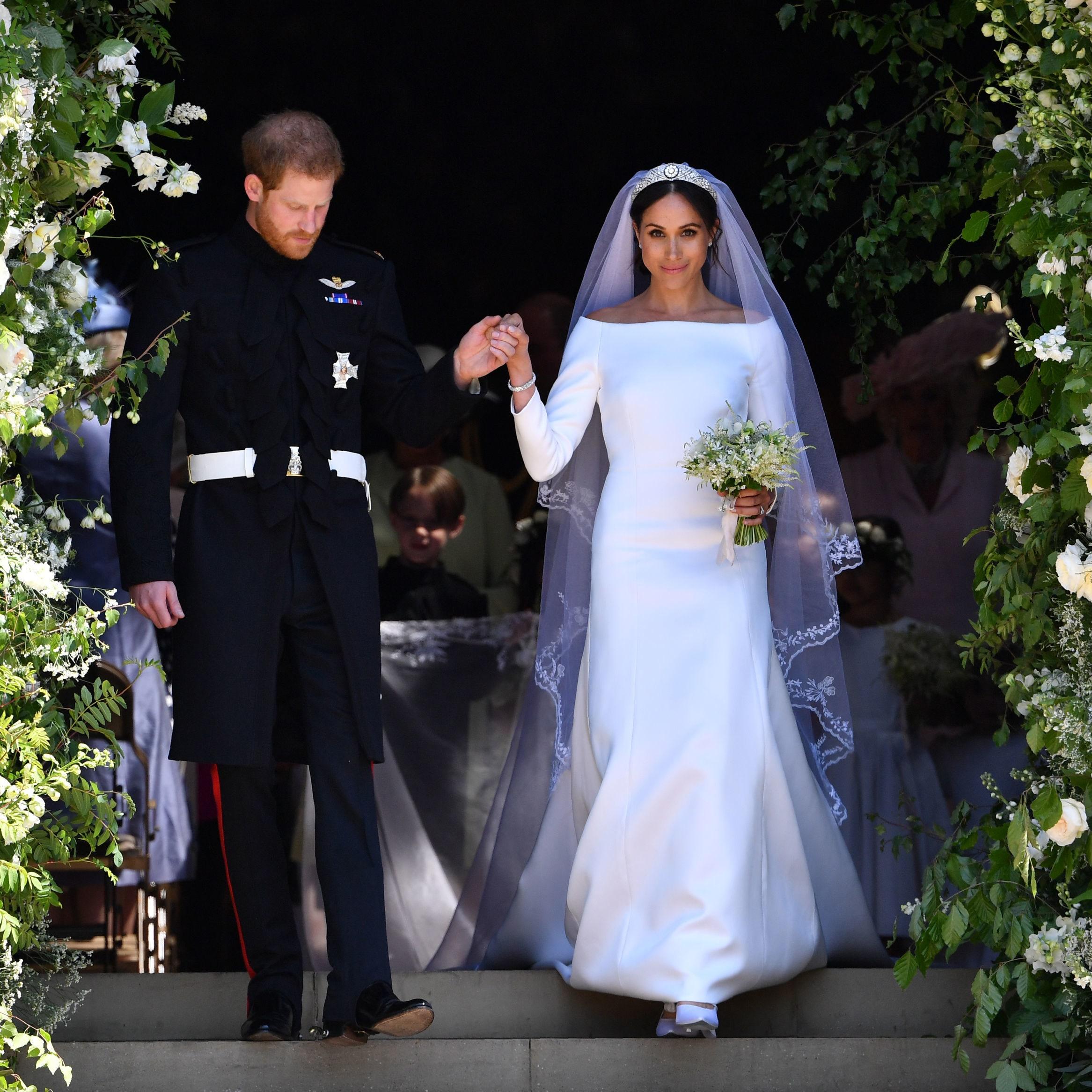 meghan markle váy cưới tối giản