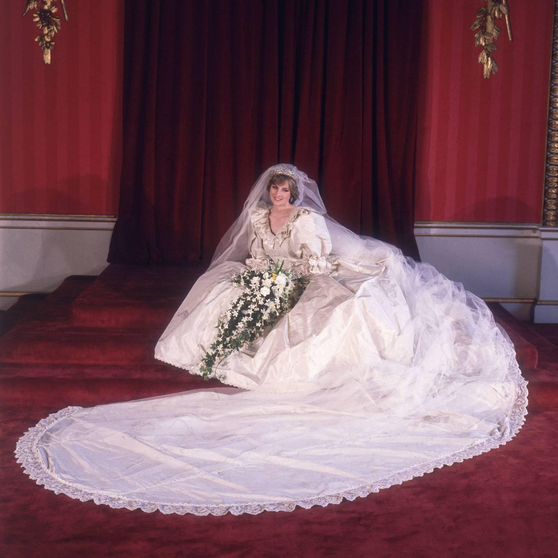 váy cưới công nương diana