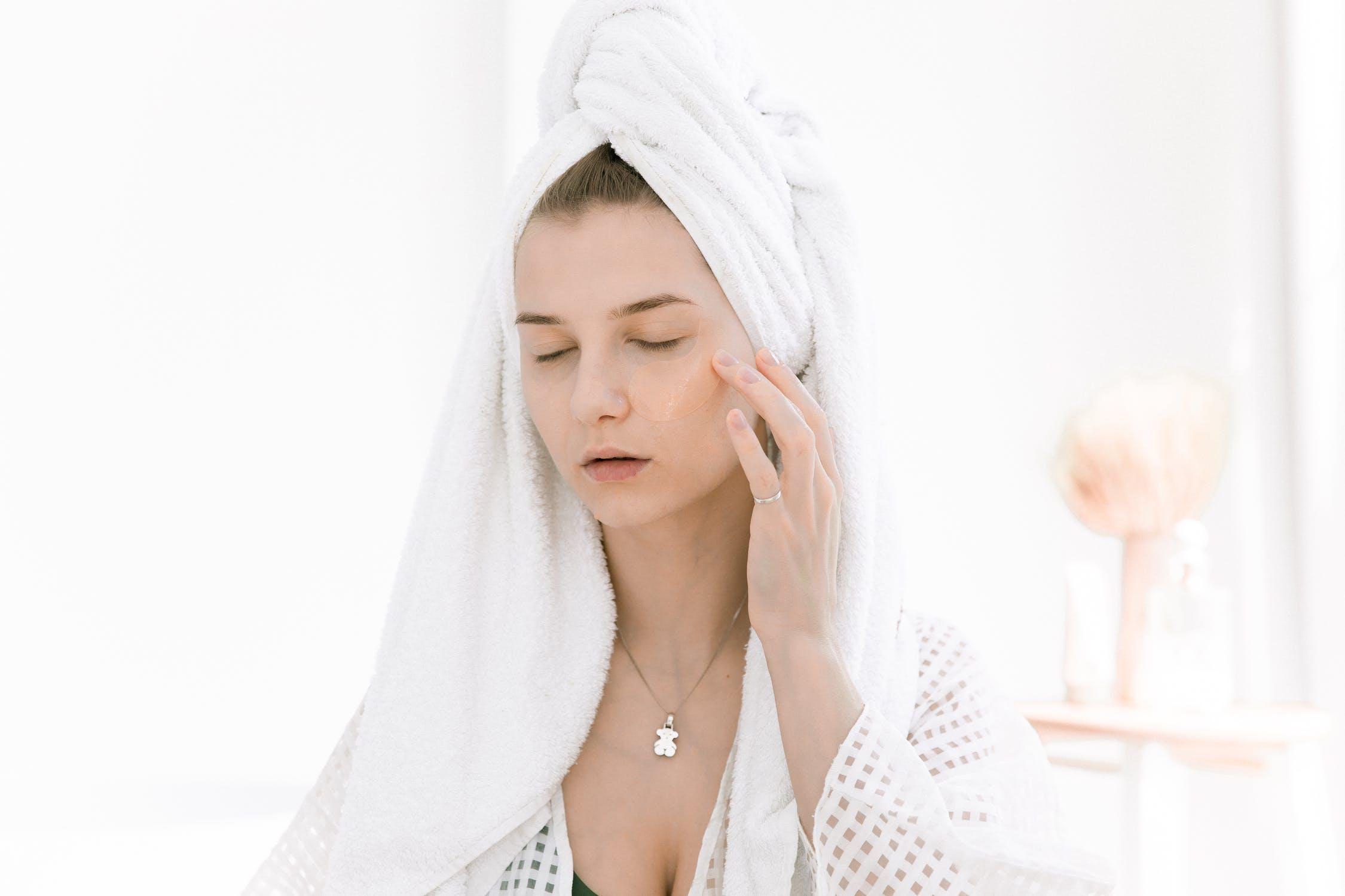 Nắm vững cẩm nang làm đẹp retinol giúp nàng chăm sóc da tốt hơn.